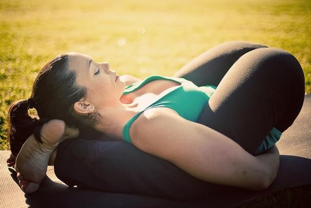 йога: поза для сна