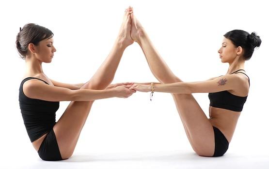 йога фото для двоих для начинающих