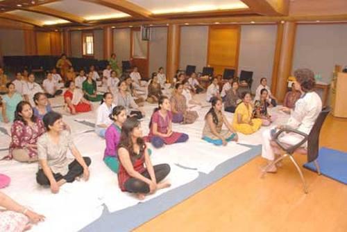 тибетская йога: показания и противопоказания