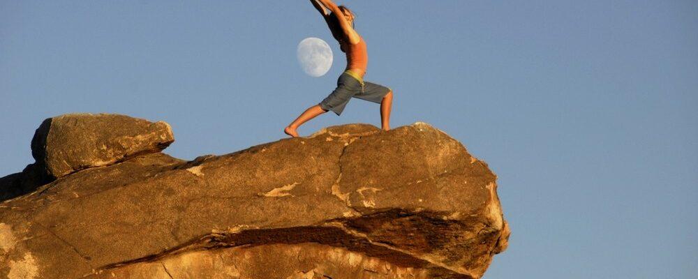 Йога днём и ночью: Сурья Намаскар (приветствие солнцу) и Чандра Намаскар (приветствие луне)