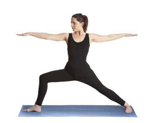 Поза воина II - йога для женщин за 50