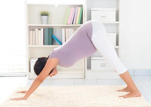 Упражнения йоги в первом триместре: сам себе гуру