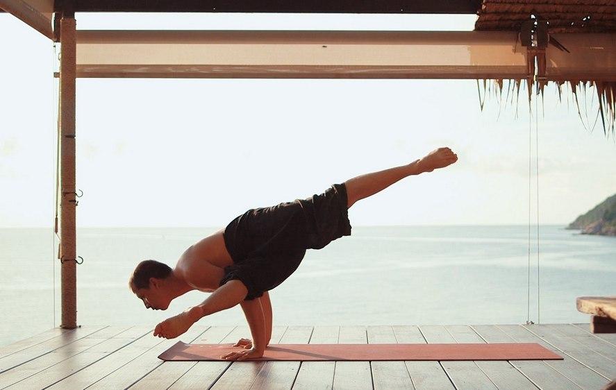 Какая польза и вред от йоги