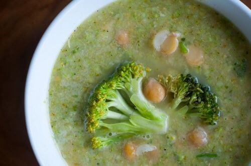 Суп с нутом брокколи