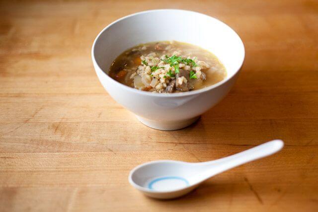 грибной вегетарианский суп с перловкой