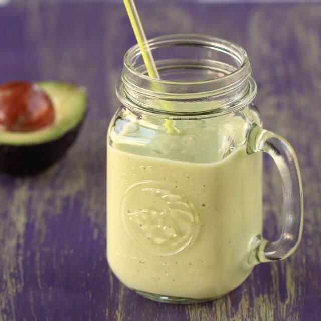 Картинки по запросу Густой утренний смузи с авокадо и кокосовым молоком
