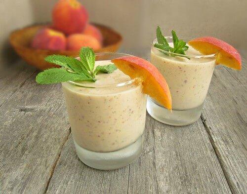 Смузи персиковый с мятой