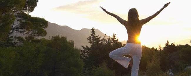 Йога в парке : особенности занятий на свежем воздухе