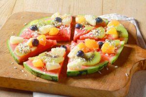 Пицца из арбуза с фруктами